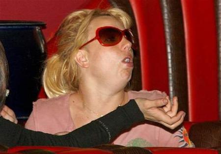 Britney Spears vomita